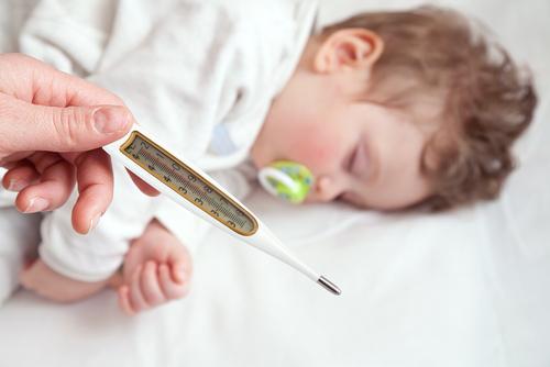 הורדת חום בילדים (צילום: אילוסטרציה)