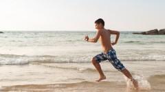 נער ישראלי רץ בים, כושר גופני (צילום: אילוסטרציה)